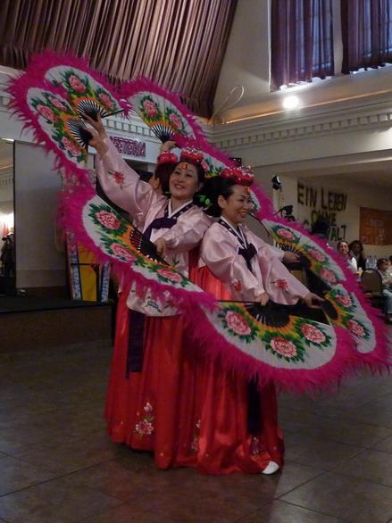 Internationaler Frauentag: Koreanischer Fächertanz