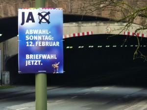 Abwahlkampfplakat an der Osteinfahrt des Tunnes Karl-Lehr-Straße, Duisburg